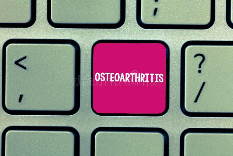 Conceptuele hand die tonend Osteoartritis schrijven Bedrijfsfoto demonstratiedegeneratie van gezamenlijk kraakbeen en het onderli stock foto's