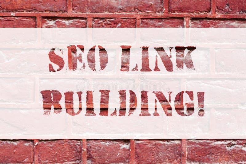 Conceptuele hand die tonend Seo Link Building schrijven Bedrijfsfototekst die andere websites ertoe brengen om uw website terug t royalty-vrije stock foto's