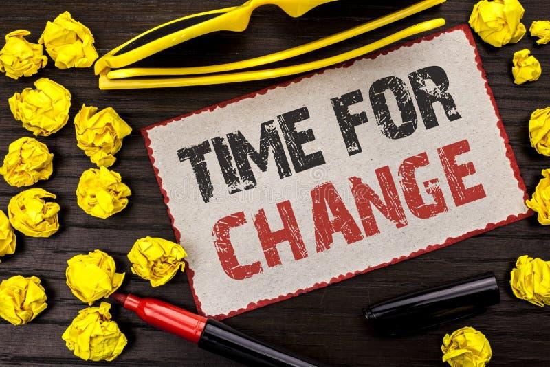 Conceptuele hand die tonend Tijd voor Verandering schrijven Van de het Ogenblikevolutie van de bedrijfsfototekst Veranderende Nie stock fotografie