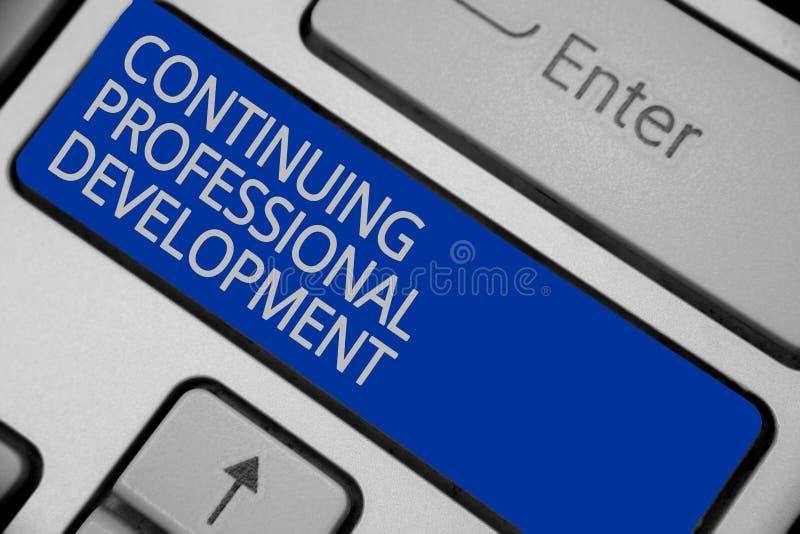 Conceptuele hand die tonend Voortdurende Professionele Ontwikkeling schrijven Bedrijfsfototekst die en kennis Keyboa volgen docum stock foto's
