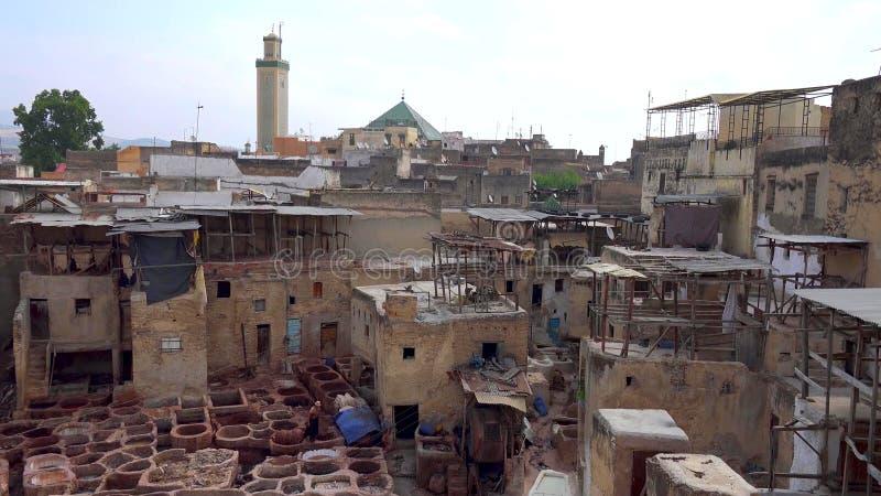 Conceria di cuoio d'elaborazione tradizionale in Fes, Marocco immagine stock