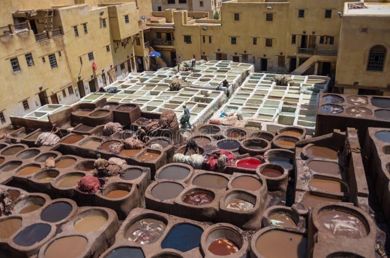 Conceria tradizionale di cuoio di Chouwara in Medina antico del EL di Fes fotografia stock libera da diritti