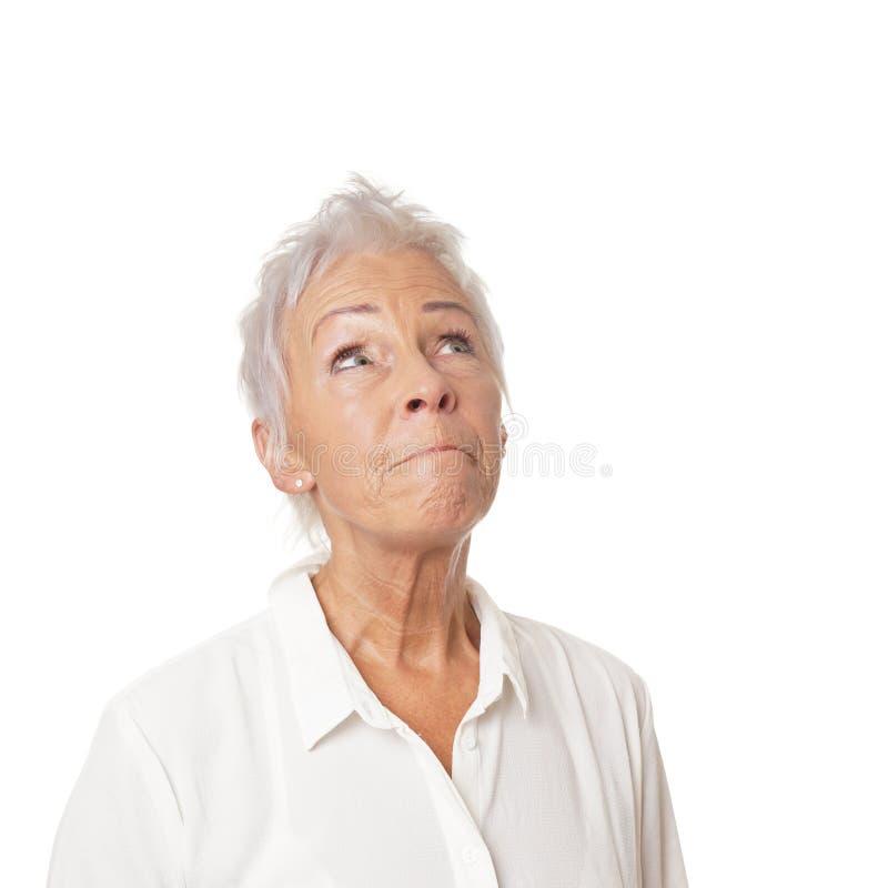 Concerned старшая женщина смотря вверх стоковое фото rf