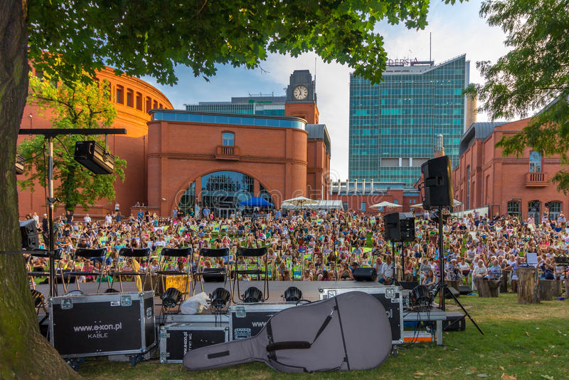 Concert de attente Poznan-Pologne de foule photographie stock libre de droits