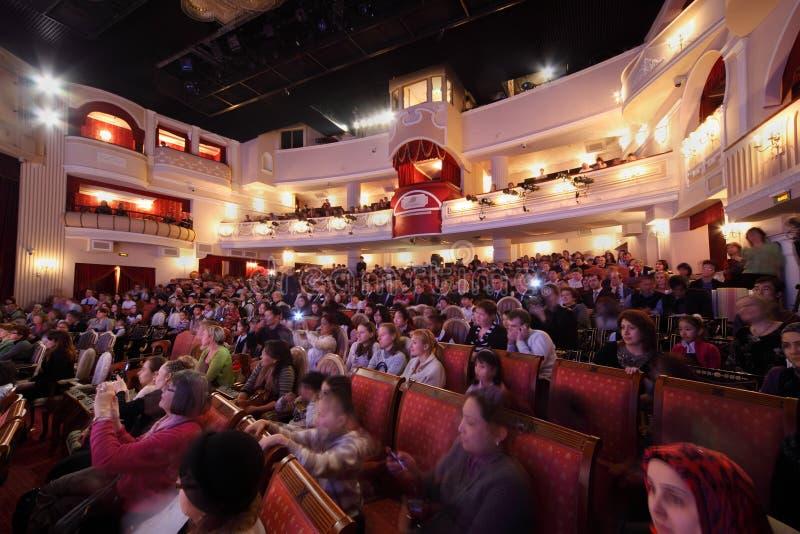 Concert de montre de spectateurs photographie stock libre de droits
