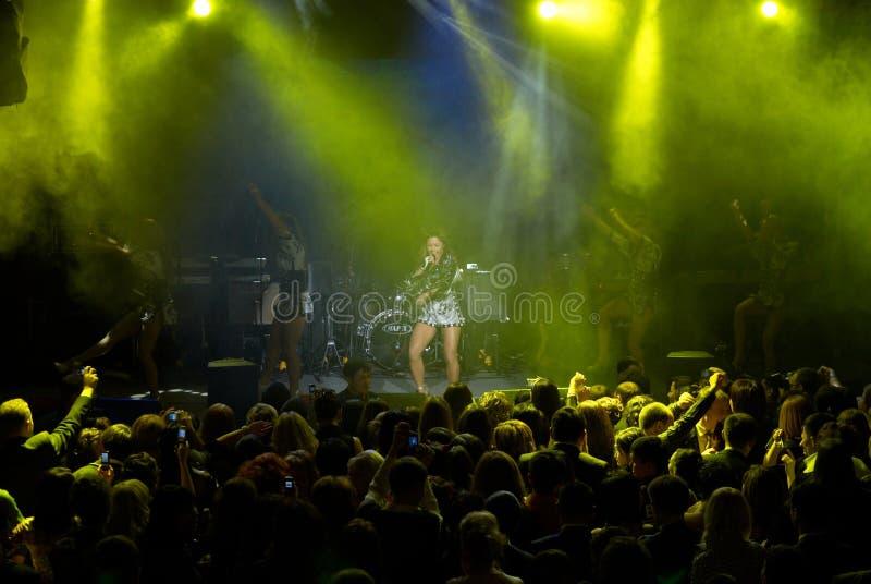 Concert de rock d'Anita Tsoy photographie stock