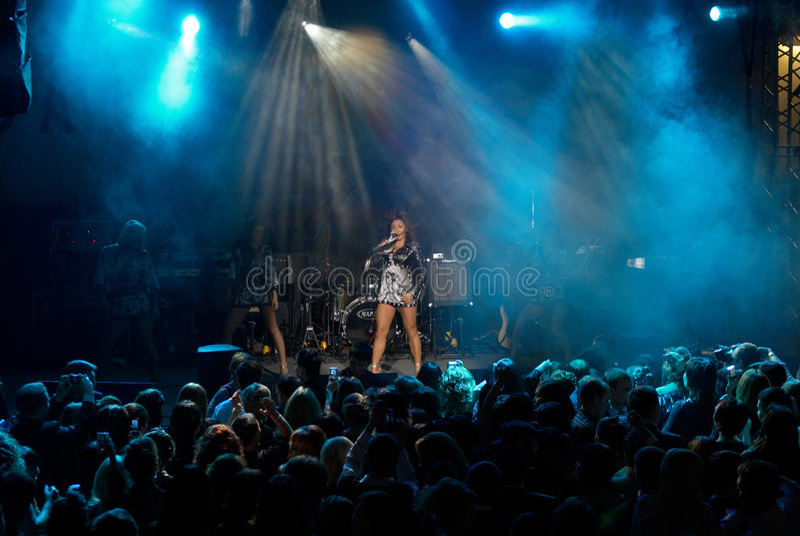 Concert de rock d'Anita Tsoy photo stock