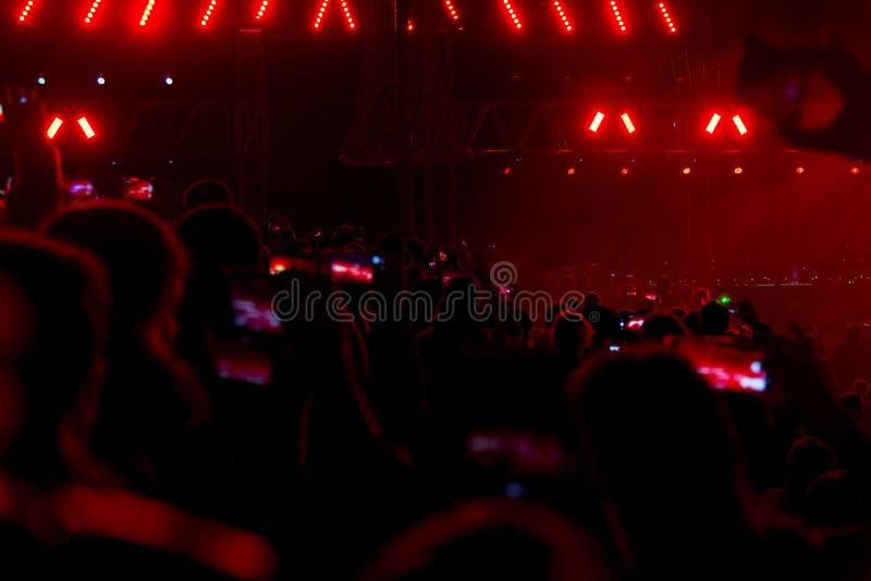 Concert et personnes serrées photographie stock libre de droits