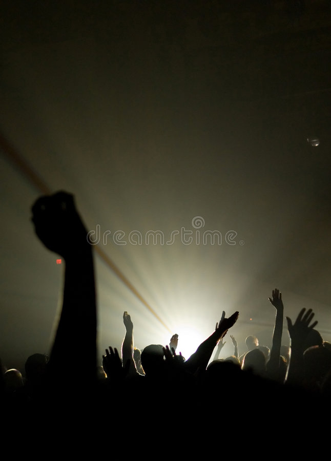 Concert musical - chrétien - avec adorer élevé de mains image stock