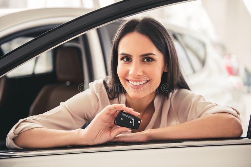 Concessionário automóvel de visita foto de stock