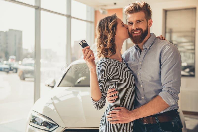 Concessionário automóvel de visita imagens de stock royalty free