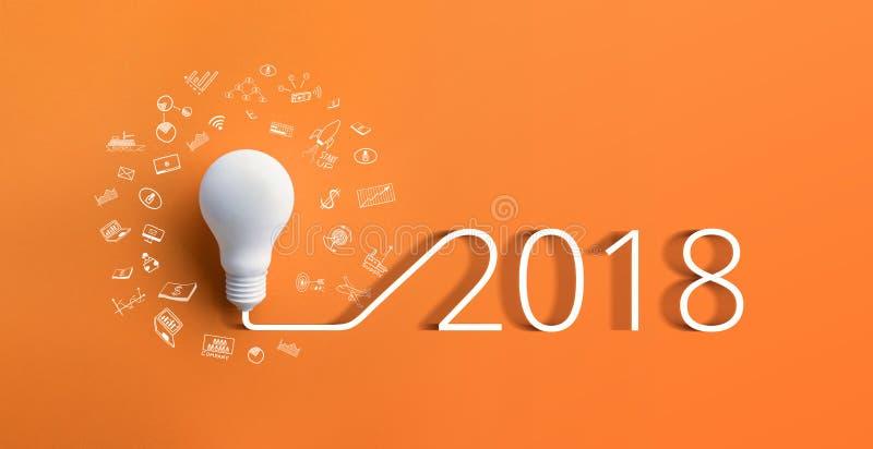 concetti 2018 di ispirazione di creatività con la lampadina fotografia stock