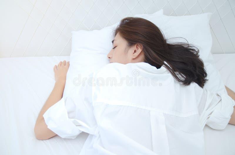 Concetti di salute nel sonno fotografia stock libera da diritti