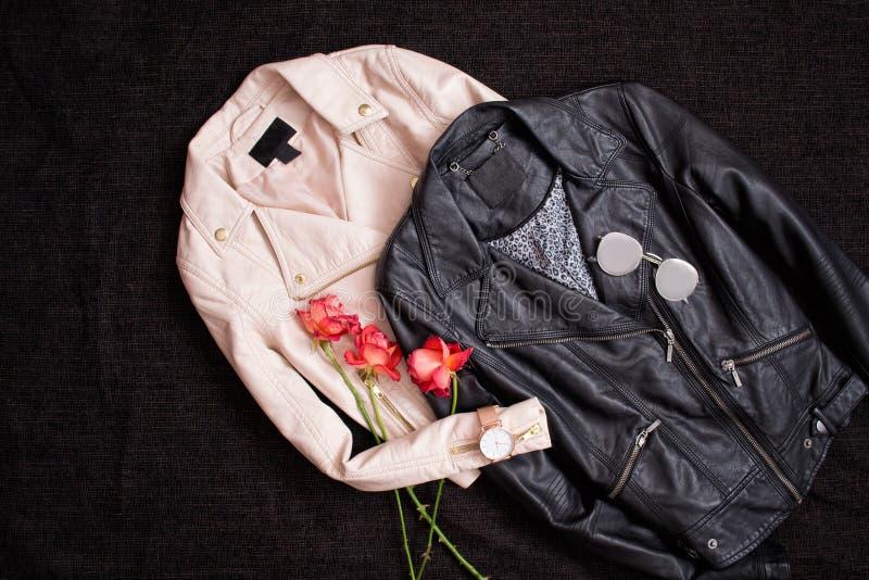 concetto alla moda Due bomber su un fondo nero a fotografia stock libera da diritti