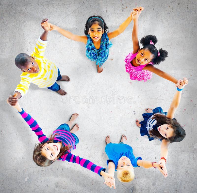 Concetto allegro di diversità di unità dei bambini dei bambini immagini stock libere da diritti