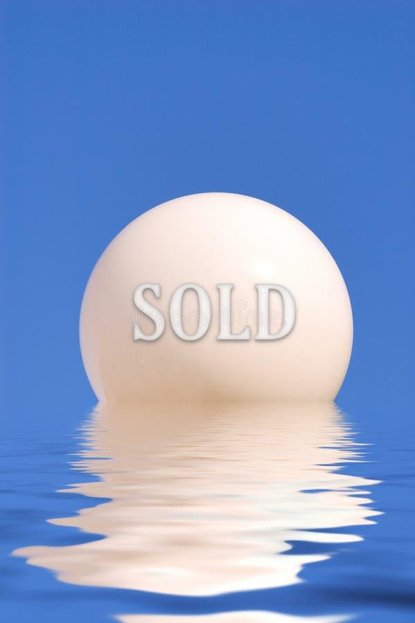 Concetto astratto del globo su acqua fotografia stock libera da diritti