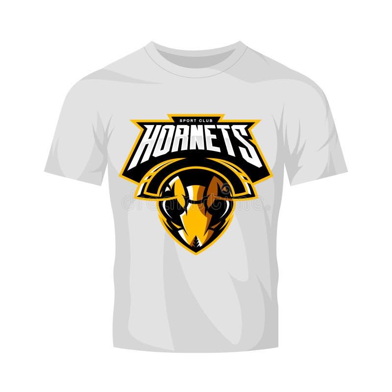 Concetto atletico di logo di vettore del club della testa furiosa del calabrone isolato sul modello bianco della maglietta royalty illustrazione gratis