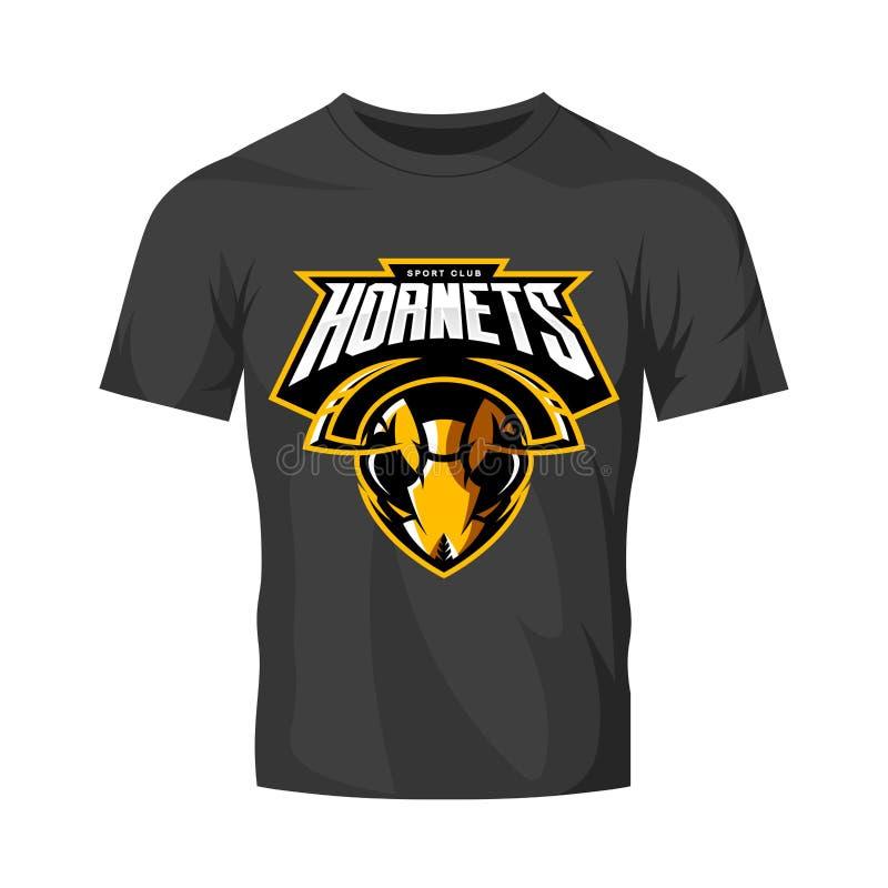 Concetto atletico di logo di vettore del club della testa furiosa del calabrone isolato sul modello nero della maglietta illustrazione vettoriale