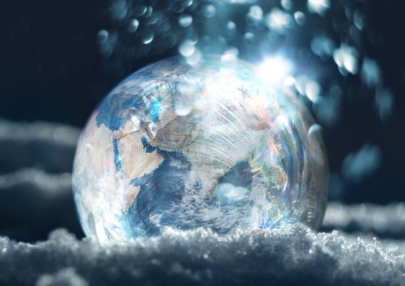 Concetto congelato del mutamento climatico del pianeta Terra fotografie stock