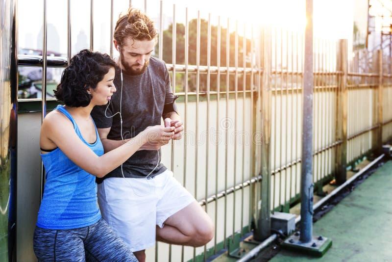 Concetto corrente pareggiante di estate di sport delle coppie di esercizio fotografia stock libera da diritti