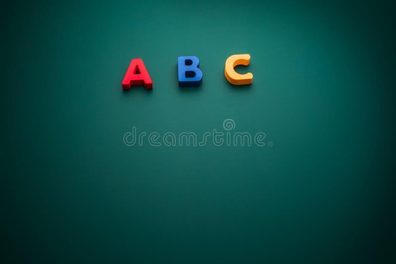 Concetto creativo con il testo di alfabeto di ABC, tema della scuola fotografia stock
