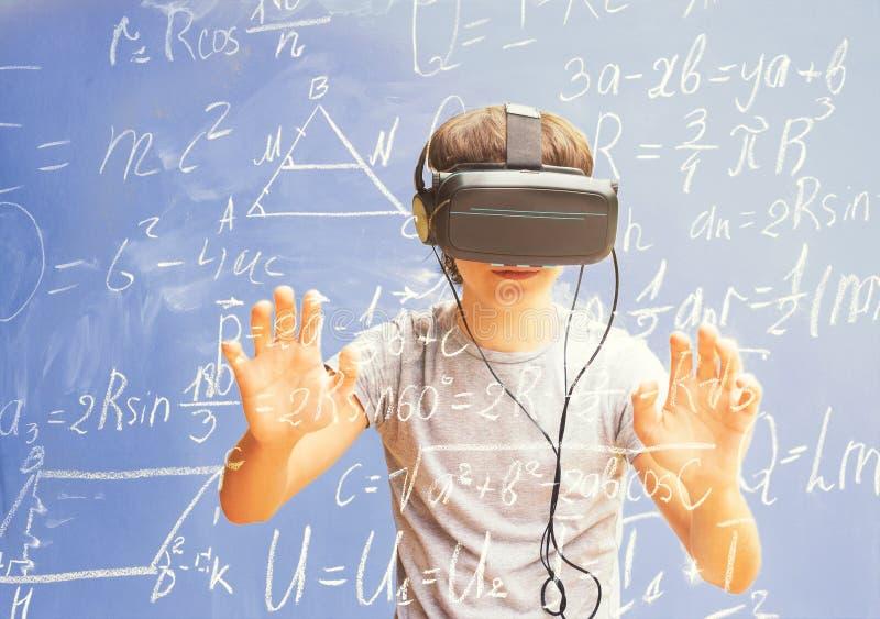 Concetto d'apprendimento virtuale fotografia stock libera da diritti