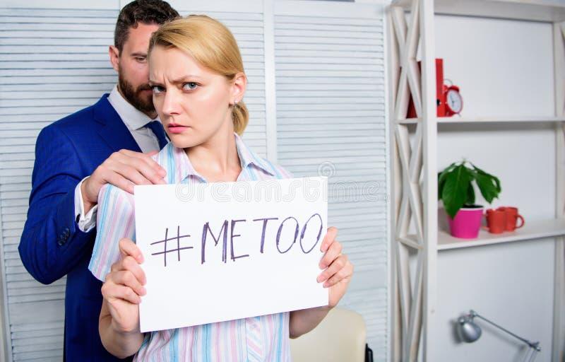 Concetto d'oppressione del posto di lavoro Conflitto del responsabile Relazioni dei colleghi di ufficio Metoo come nuovo moviment fotografia stock libera da diritti