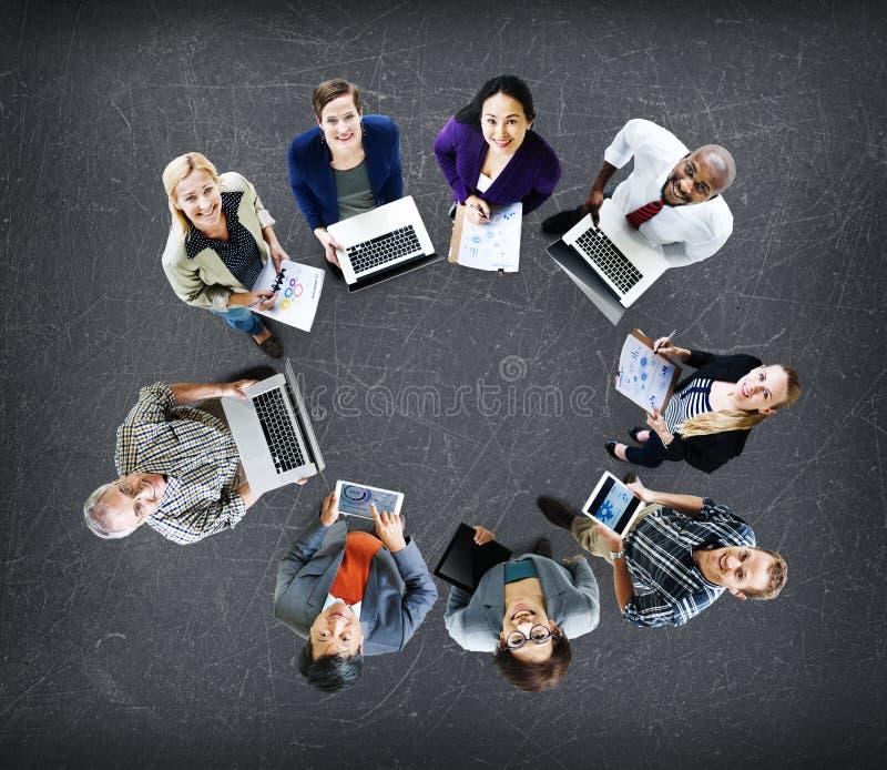 Concetto dei dispositivi di Digital del computer portatile di tecnologia di comunicazioni globali fotografie stock libere da diritti