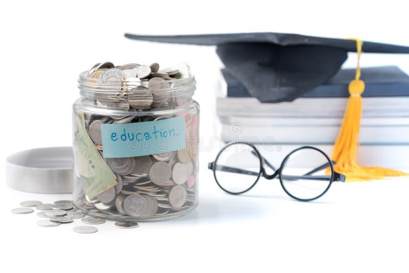 Concetto del bilancio dell'insegnamento risparmio dei soldi di istruzione in un barattolo di vetro fotografia stock libera da diritti