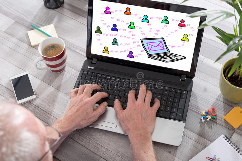 Concetto del email su uno schermo del computer portatile immagine stock libera da diritti