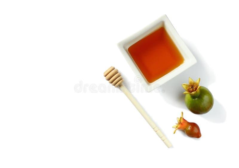 Concetto del hashanah di Rosh (festa del jewesh) - miele e melograno isolati su bianco simboli tradizionali di festa immagini stock