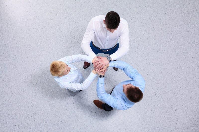 Concetto del lavoro della squadra Gente di affari che unisce le mani immagine stock