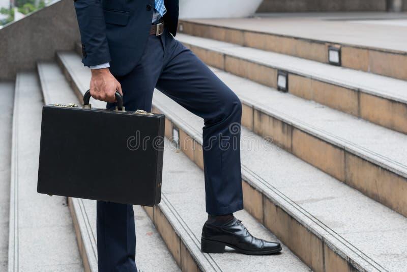 Concetto del lavoro di successo di affari: Br del professionista della tenuta dell'uomo d'affari immagini stock libere da diritti
