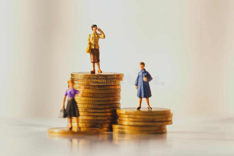Concetto del piano dei soldi di pensionamento e della crescita di risparmio immagini stock