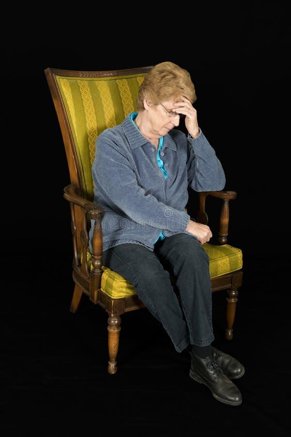 Triste, solo, Demtia, donna senior matura fotografie stock