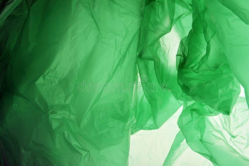 Concetto del sacchetto di plastica E Pendenza strutturata di verde smeraldo Fondo per progettazione Modello per la scheda fotografia stock libera da diritti