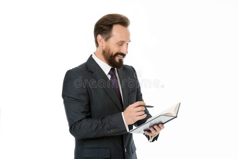 Concetto del taccuino L'uomo d'affari fa le note in taccuino L'uomo scrive la strategia aziendale in taccuino Lavorando con il ta immagine stock