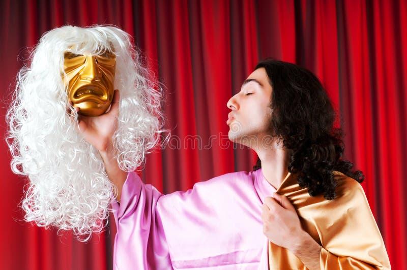 Concetto del teatro - attore mascherato fotografia stock libera da diritti