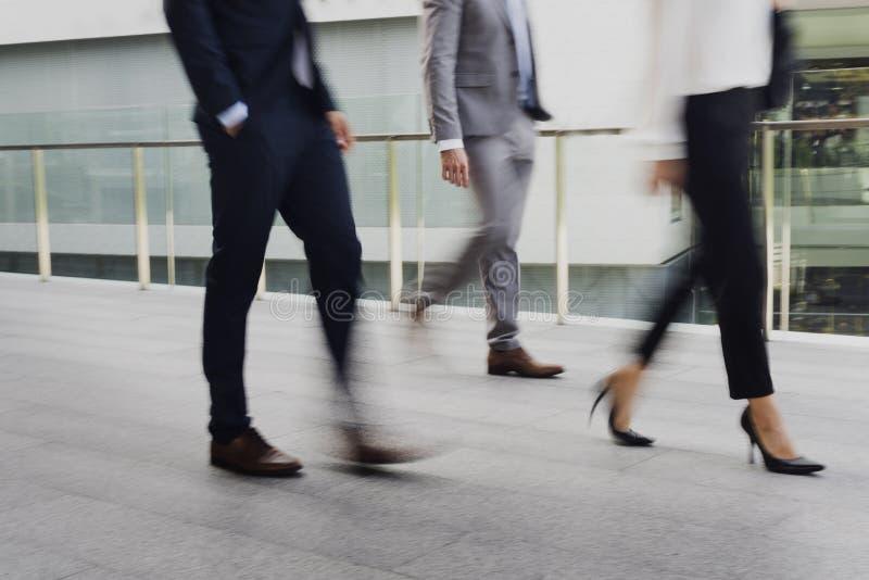 Concetto del vestito di attività della passeggiata delle donne degli uomini d'affari fotografia stock libera da diritti