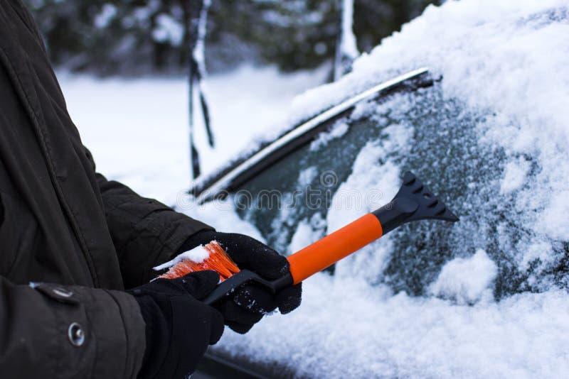 Concetto dell'automobile, di inverno, della gente e del veicolo fotografia stock libera da diritti
