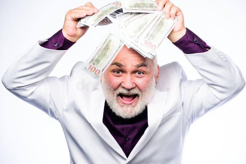 Concetto della Banca l'uomo maturo ricco ha lotti di soldi Pensione Vincitore di lotteria felice Successo di affari ricchezza mat immagine stock