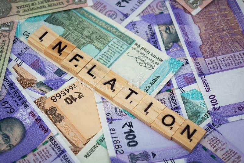 Concetto della parola di inflazione sulle note indiane di valuta fotografia stock libera da diritti