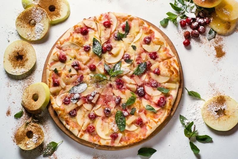 Concetto della pizza della frutta della torta di mele di fotografia dell'alimento fotografia stock