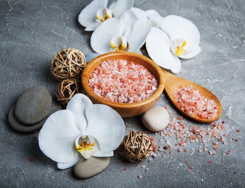 Concetto della stazione termale con le orchidee bianche fotografie stock