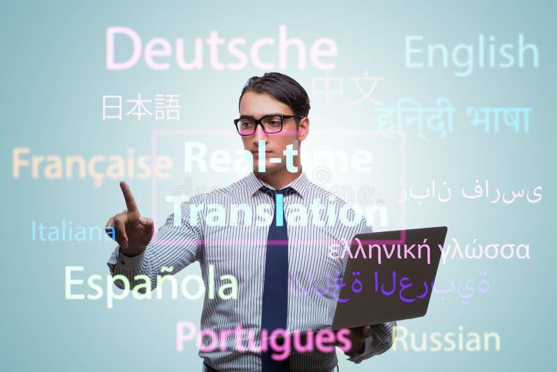 Concetto della traduzione in tempo reale dalla lingua straniera fotografia stock libera da diritti