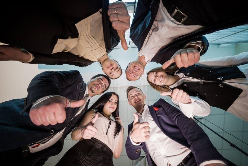 Concetto di affari, della gente e di lavoro di squadra - gruppo sorridente di affare immagine stock libera da diritti