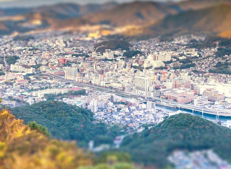 Concetto di affari, paesaggio urbano moderno di crepuscolo di Nagasaki dal inasa del supporto, il nuovo di effetto dello spostame immagine stock