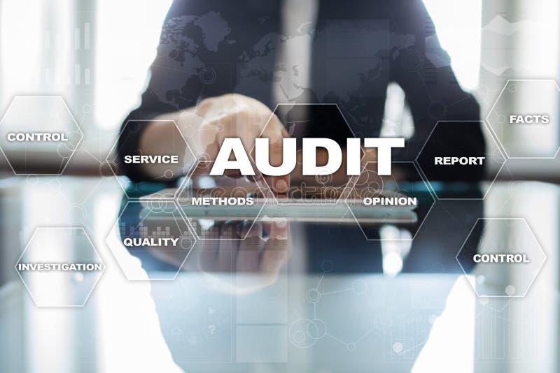 Concetto di affari di verifica auditor conformità Tecnologia dello schermo virtuale fotografie stock libere da diritti