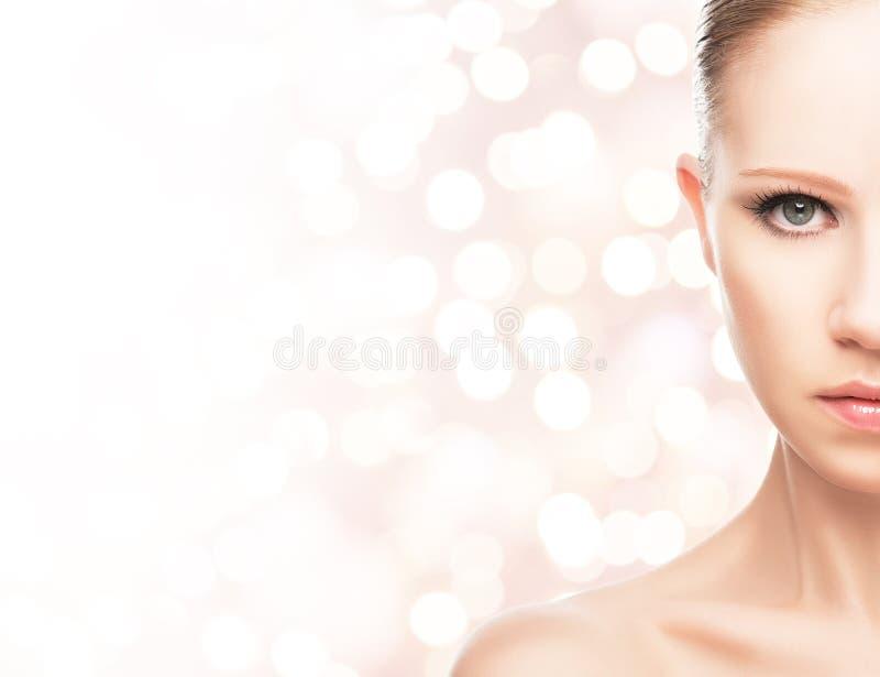 Concetto di bellezza. fronte di giovane donna in buona salute fotografia stock
