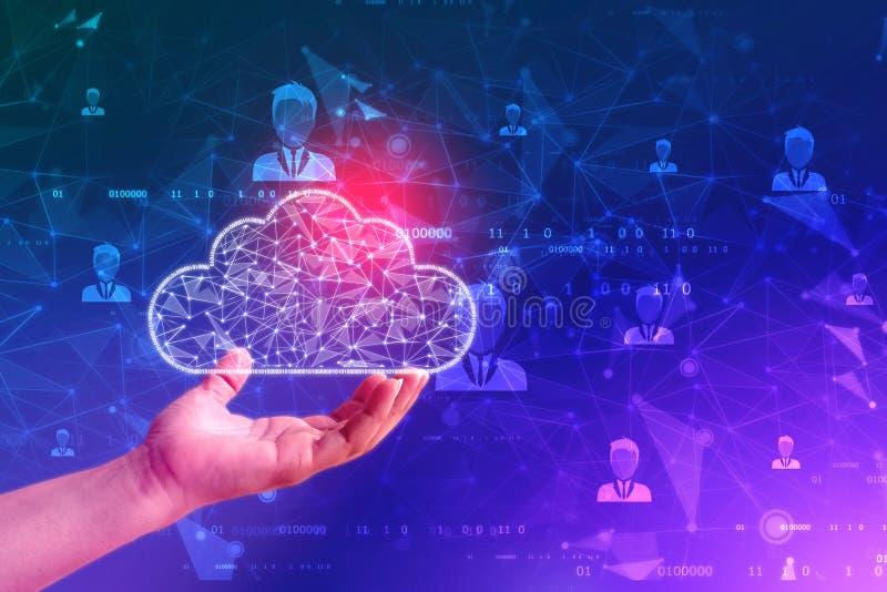 Concetto di calcolo della nuvola della tenuta della mano dell'uomo d'affari nel fondo di tecnologia fotografia stock libera da diritti